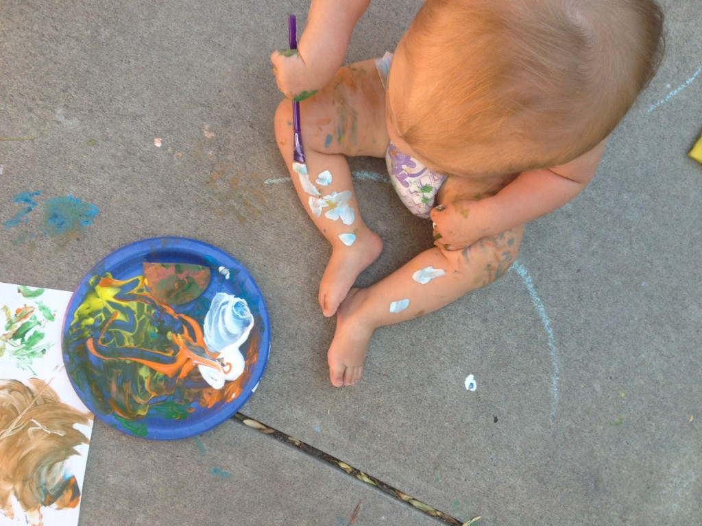lucie-finger-painting