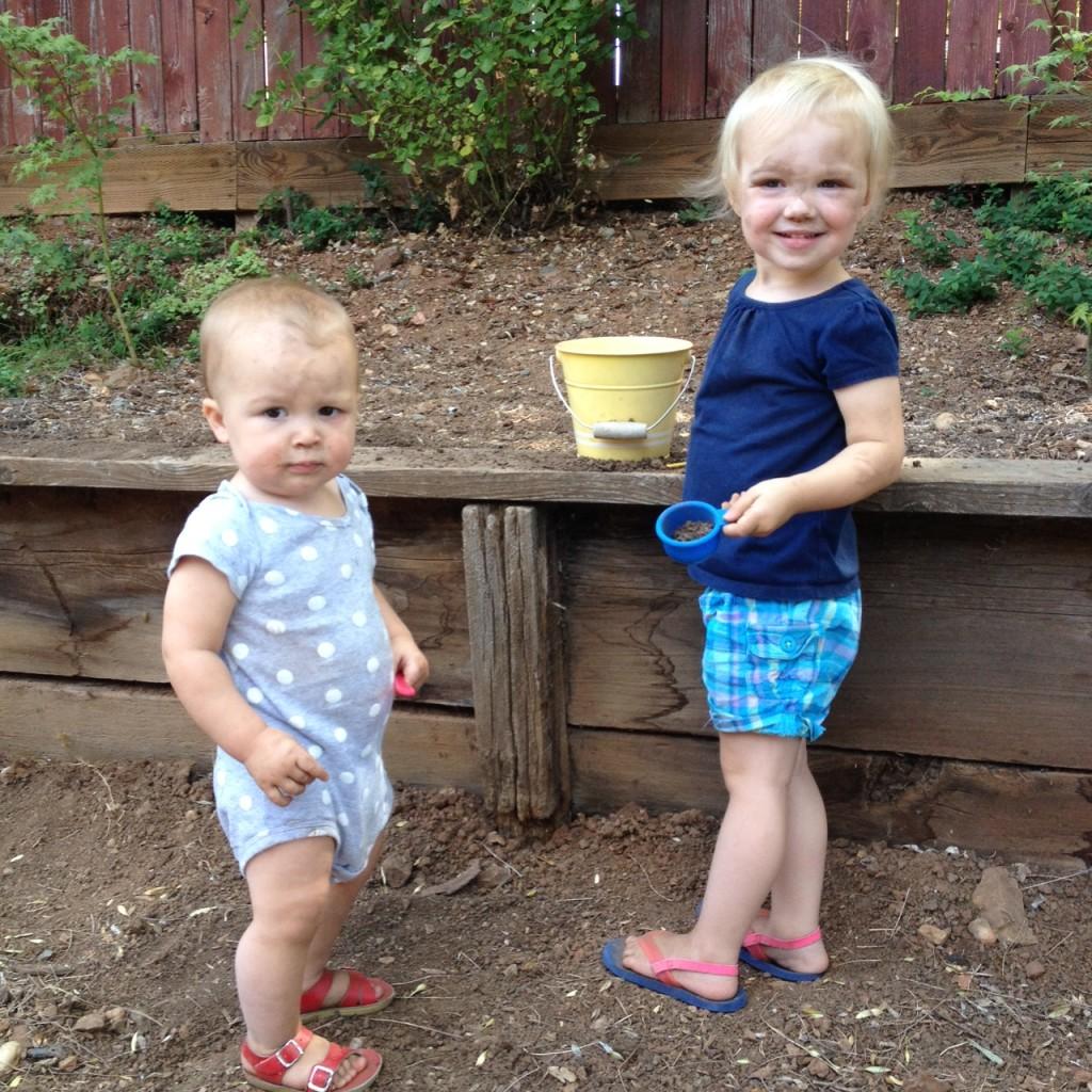 girls-digging-in-dirt