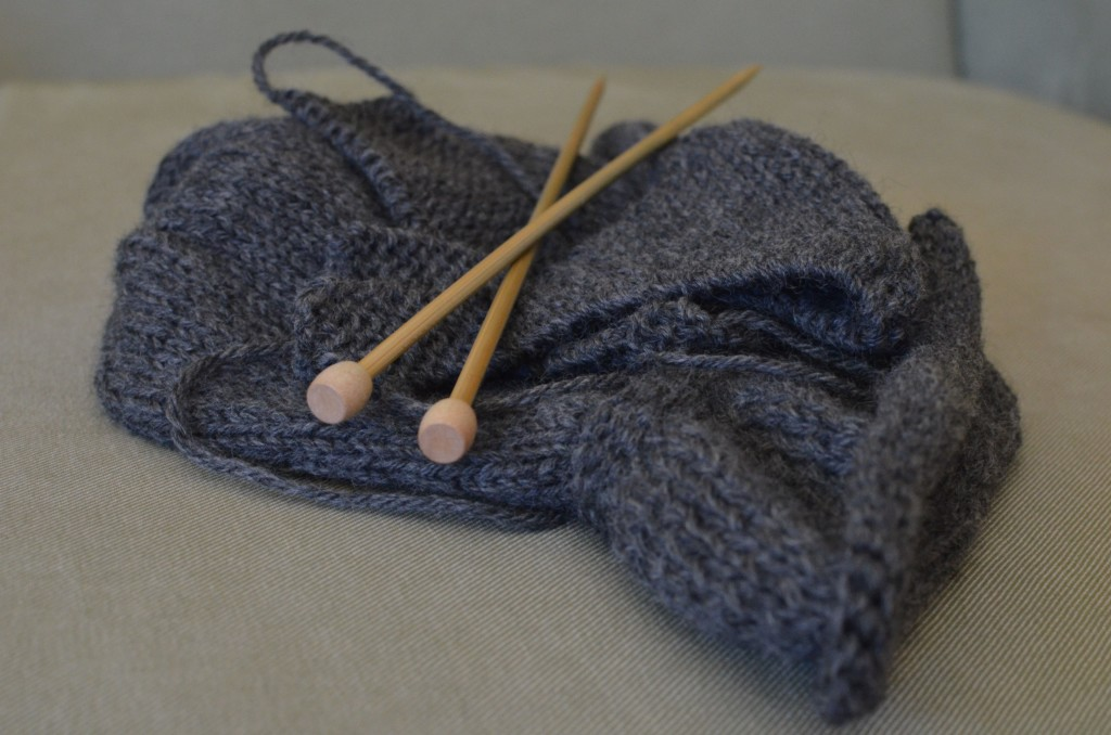 grey-knit-hat-needles